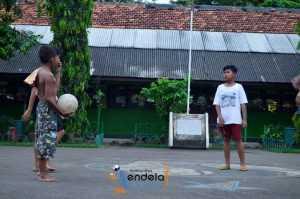 mau main sepak bola