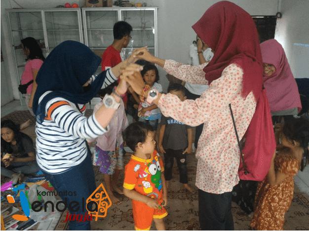 Anak Anak Sapen Dan Permainan Tradisional Komunitas Jendela