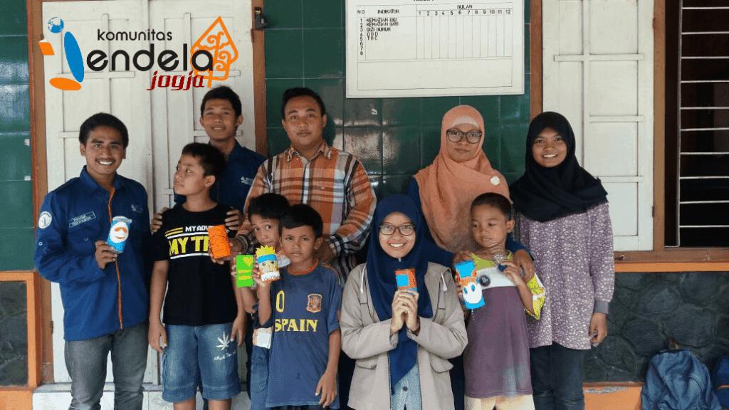 Minggu pagi (9/10), Komunitas Jendela Jogja dan adik-adik di Dusun Deresan, Bantul