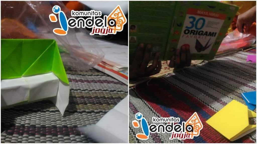 Bermain origami bersama